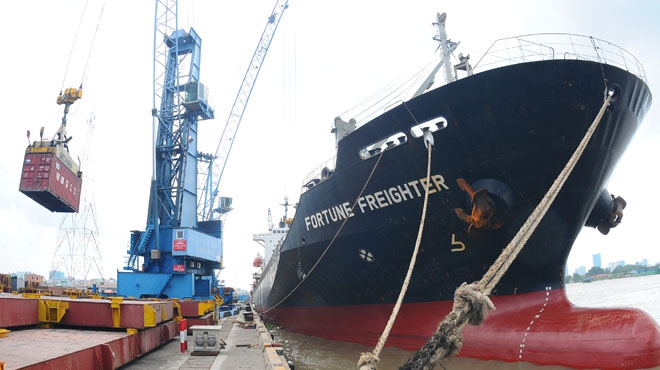 tàu biển đông freighter