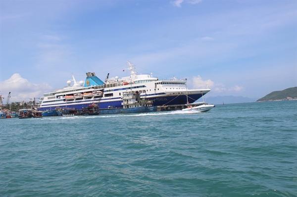 tàu Vạn Hưng